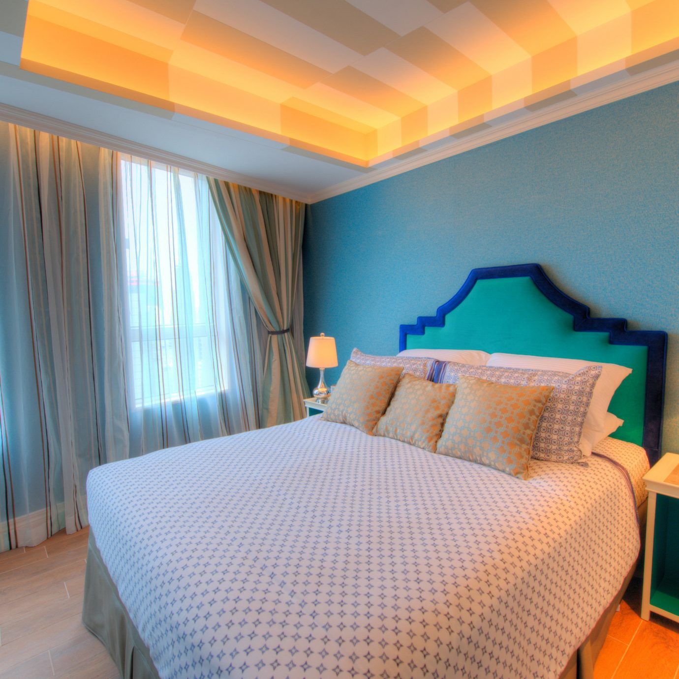 Bedroom property Suite cottage Resort lamp