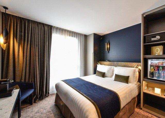Bedroom property desk Suite cottage Resort flat
