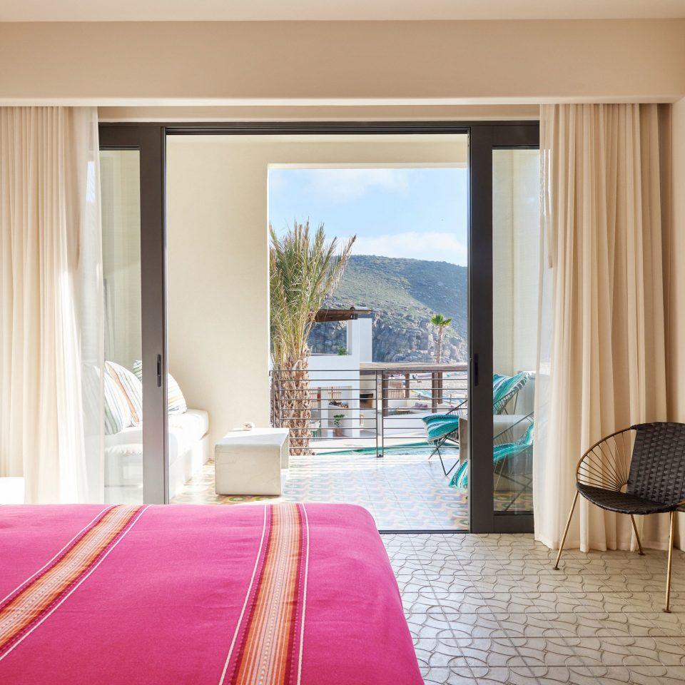 property Bedroom Suite Resort cottage pillow