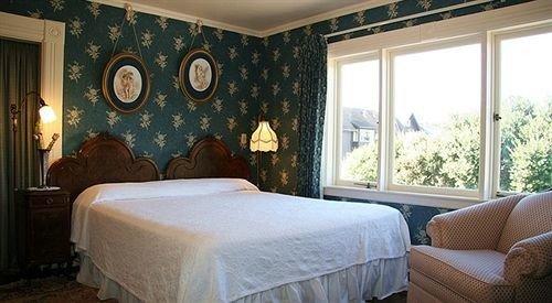 Bedroom property Suite cottage Resort living room
