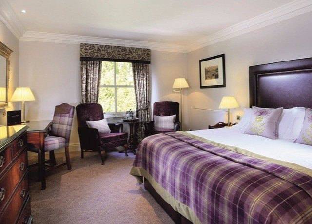 Bedroom sofa property Suite cottage Resort