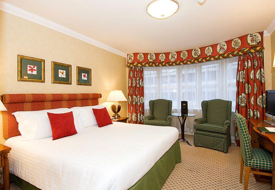 sofa property Bedroom Suite Resort cottage