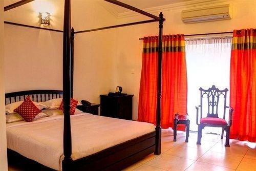 property Suite Bedroom Resort lamp