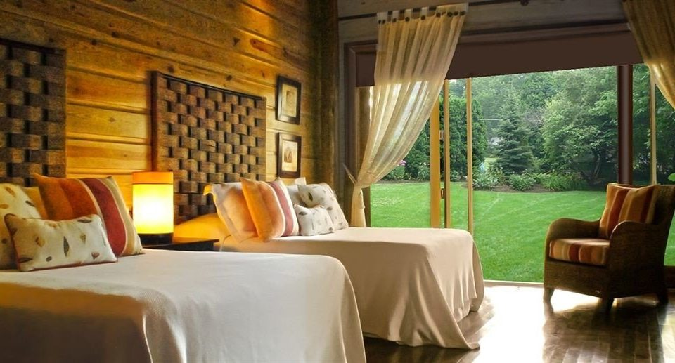 sofa property Resort cottage Suite Villa living room Bedroom