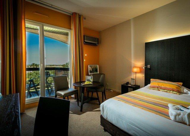 Bedroom property Suite Resort condominium Villa