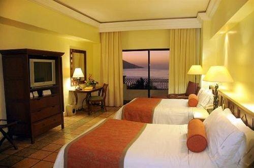 Bedroom property Suite Resort cottage Villa condominium lamp flat containing