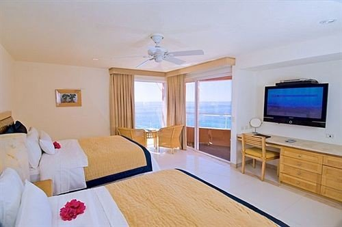 Bedroom Resort property cottage Suite Villa flat