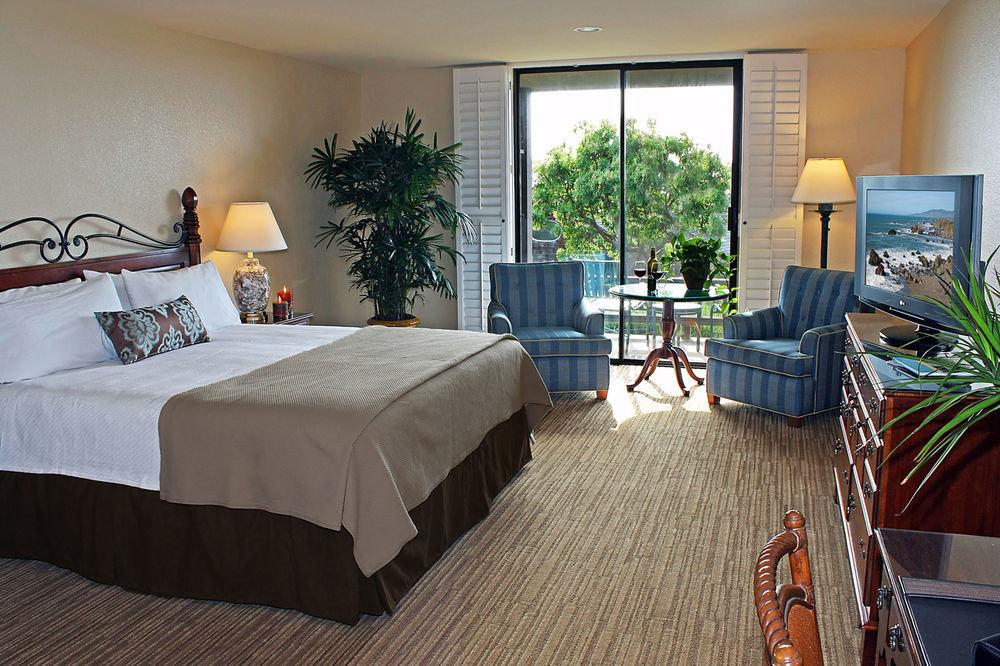 Bedroom property Suite living room home cottage Villa condominium Resort