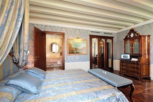 property Bedroom cottage Suite Resort Villa living room farmhouse