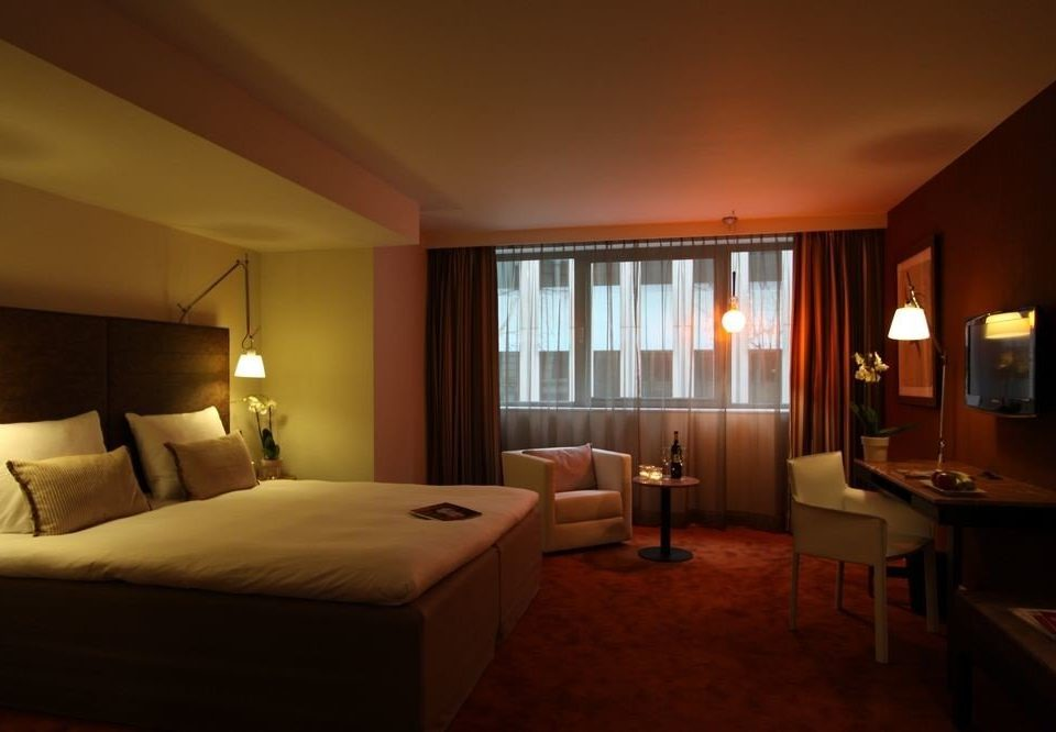 sofa Bedroom property Suite Villa cottage living room Resort lamp flat