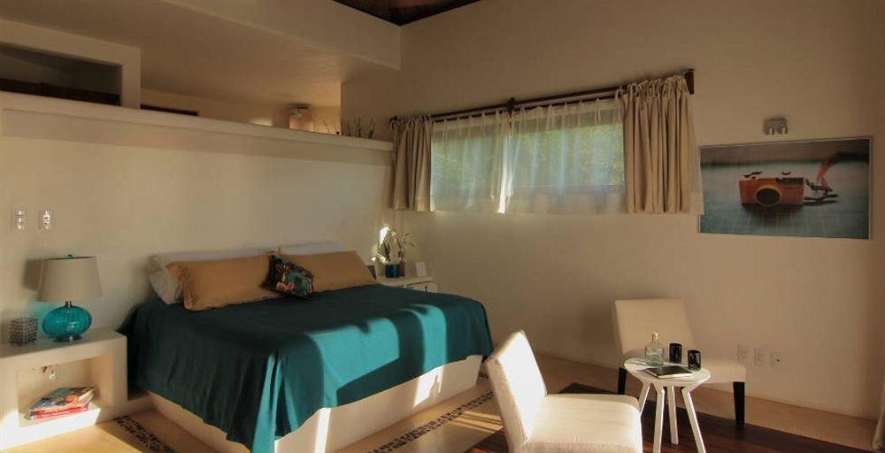 Bedroom Resort Waterfront property cottage green home Suite living room Villa condominium