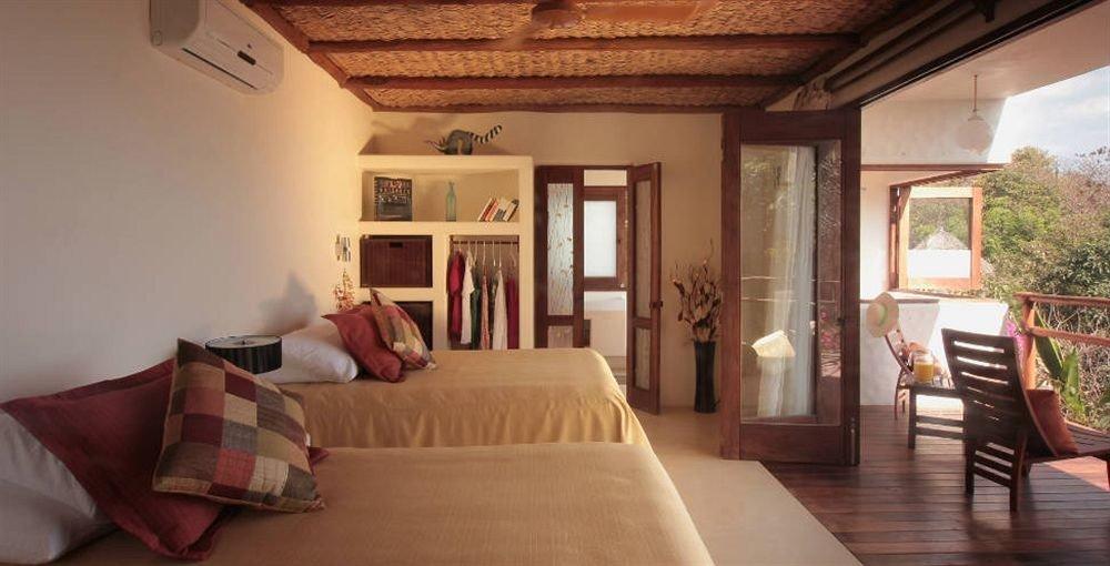 Bedroom Resort Waterfront property cottage home living room Villa farmhouse Suite