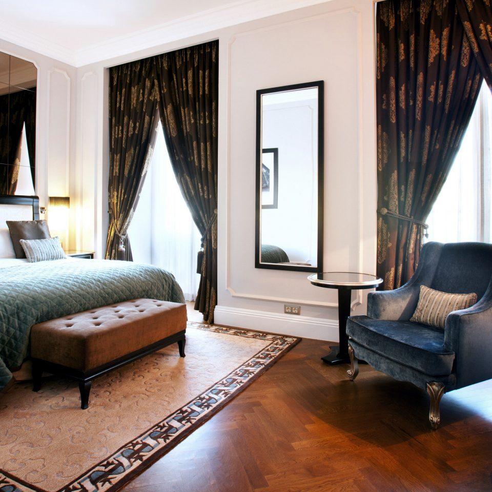 property Bedroom Suite living room home cottage condominium Villa Resort lamp