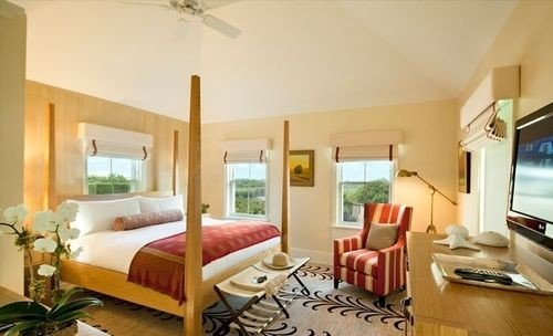 property Suite condominium Villa cottage Resort living room Bedroom