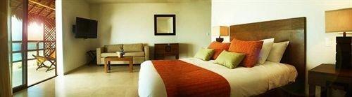 sofa property Suite cottage Villa Resort Bedroom condominium
