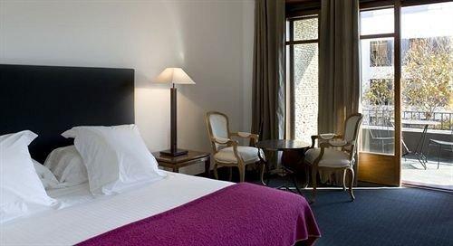 Bedroom property Suite cottage pillow Resort Villa condominium