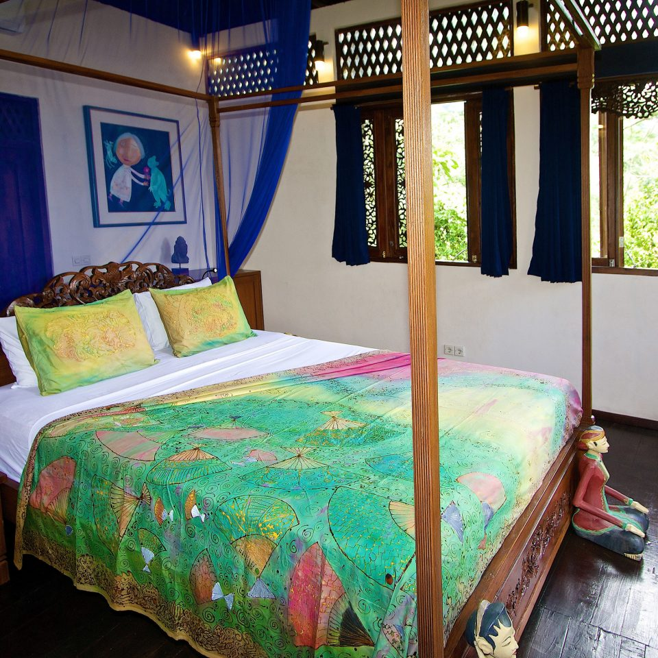 Bedroom property building Resort cottage Villa bed sheet Suite