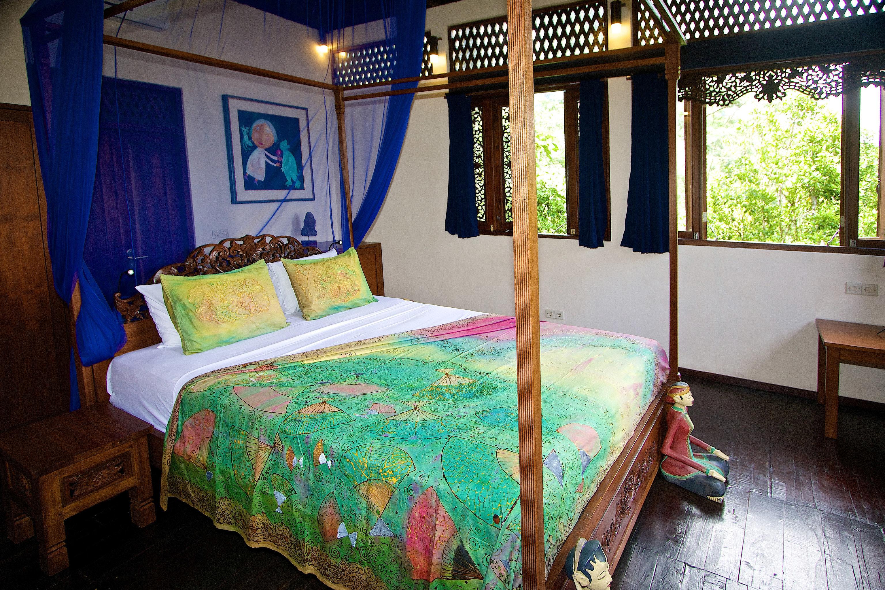 Bedroom property building Resort cottage Villa bed sheet Suite