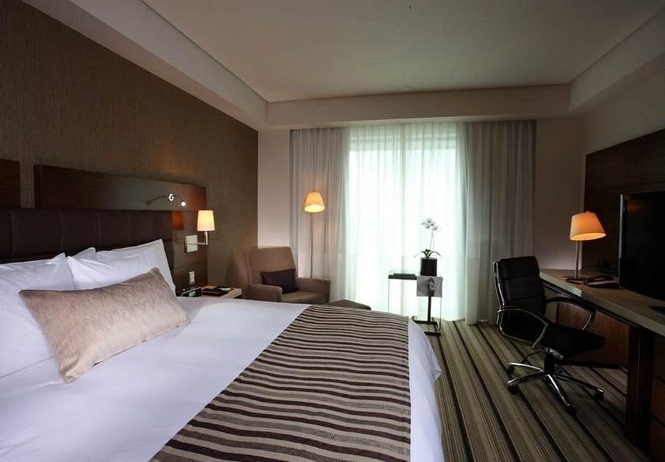 Bedroom property Suite cottage pillow Resort Villa lamp flat