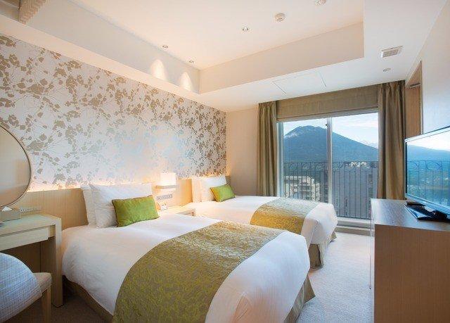 sofa property Suite condominium Bedroom living room Villa Resort cottage