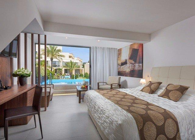 sofa Bedroom property Suite condominium penthouse apartment Resort living room interior designer Villa flat