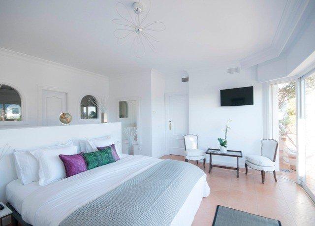 property Bedroom cottage Villa condominium Suite living room Resort