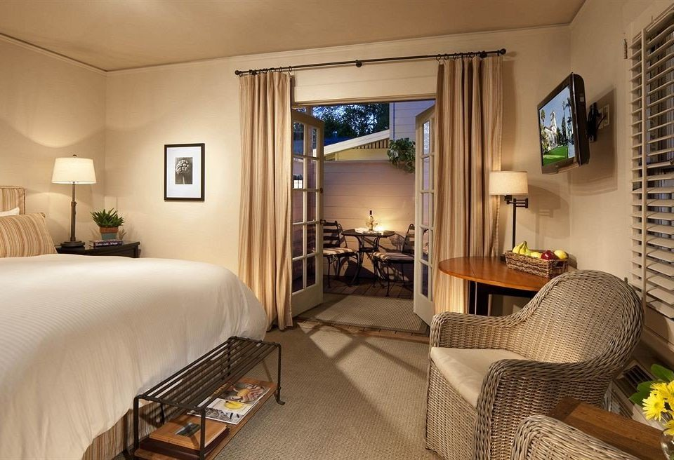 sofa Bedroom property Suite cottage Villa home condominium living room Resort mansion