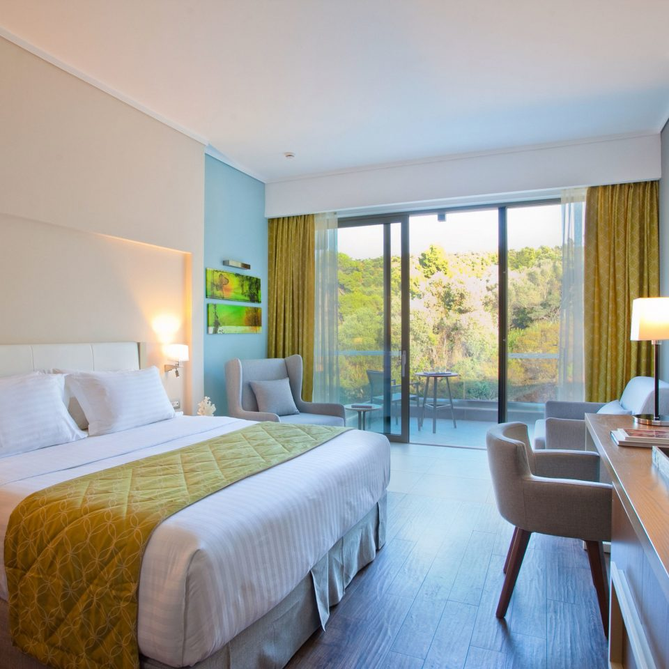 sofa Bedroom property Suite condominium home Villa living room Resort cottage flat