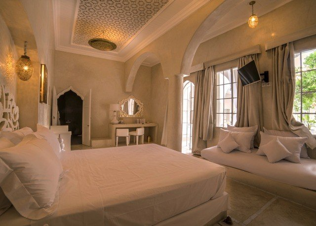 sofa property Bedroom Suite mansion cottage Villa Resort