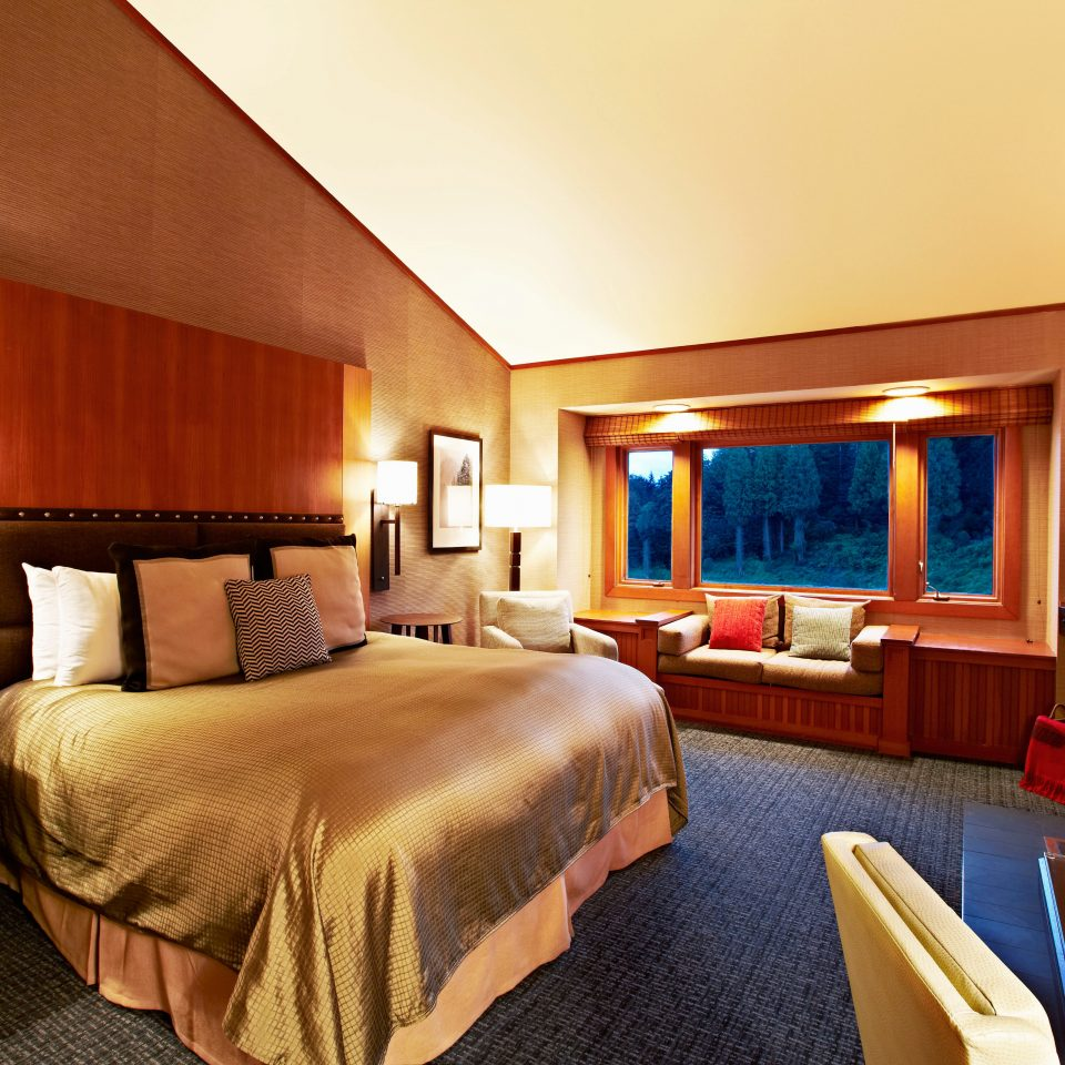 Bedroom property Suite Resort cottage Villa lamp