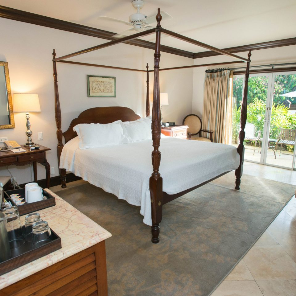 property Bedroom Suite Villa home cottage living room condominium Resort