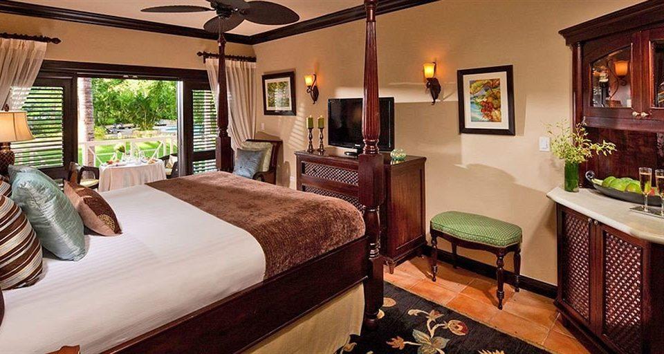 property green Bedroom Suite Resort home cottage living room Villa