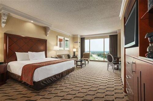 Bedroom property Suite Villa condominium cottage Resort mansion