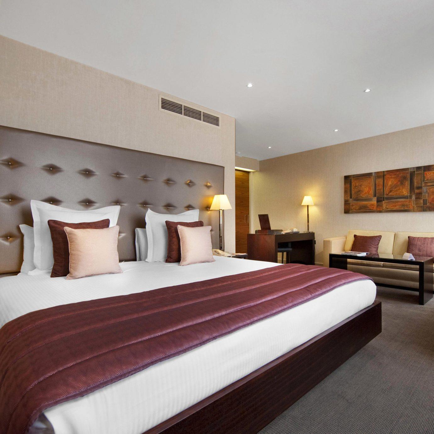 sofa Bedroom property Suite Resort Villa lamp flat