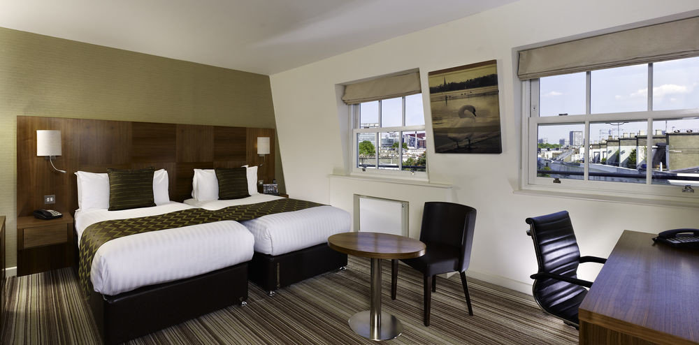 property condominium Suite Resort cottage Villa living room Bedroom