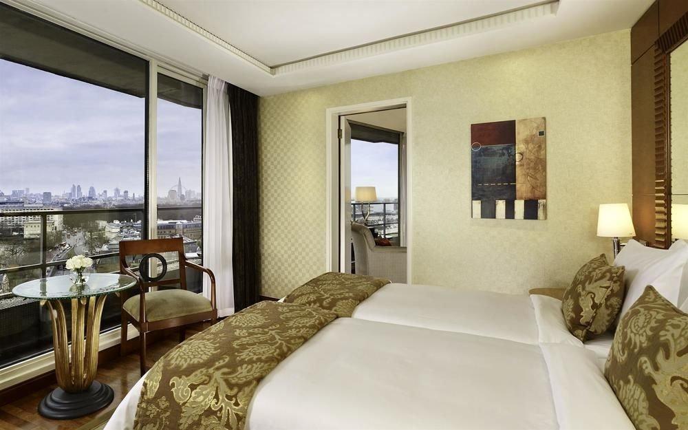 sofa property Bedroom condominium Suite pillow Villa Resort cottage home nice