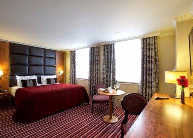 property chair Suite Resort condominium Villa living room cottage Bedroom