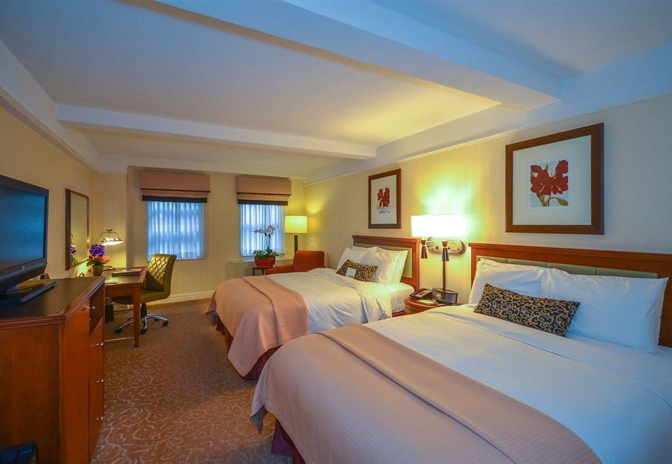 Bedroom property Suite Resort Villa cottage lamp flat