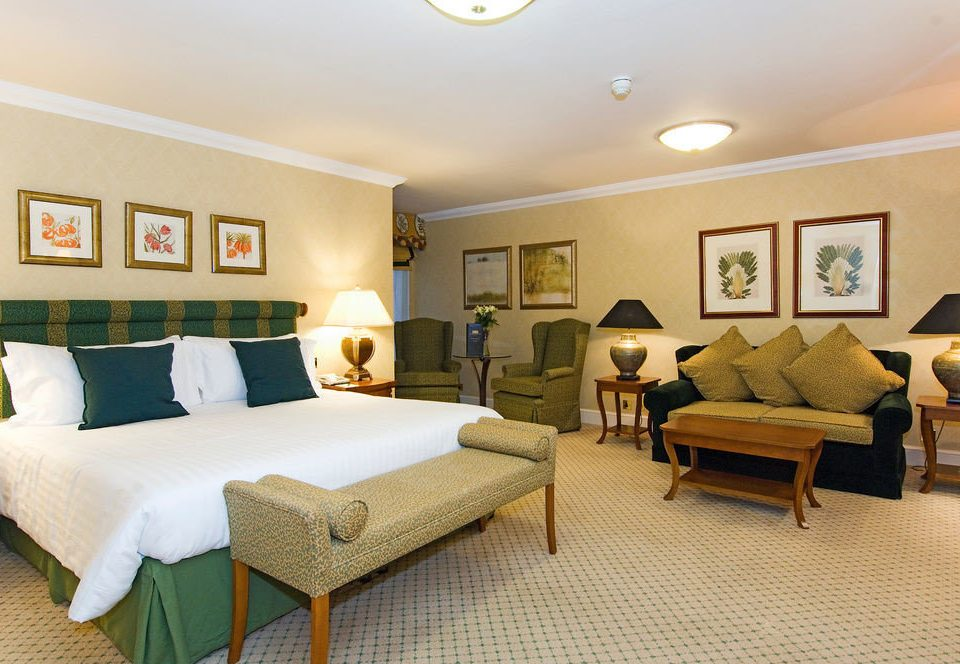 sofa property Suite living room condominium Bedroom cottage Villa Resort