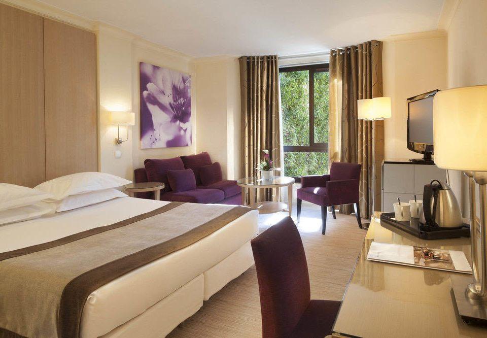 Bedroom property Suite condominium cottage Resort living room Villa