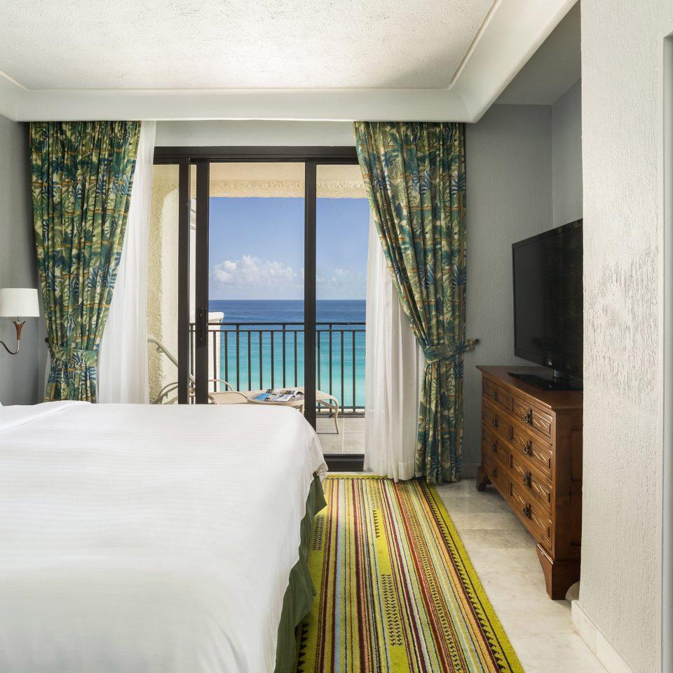 Bedroom property Suite condominium home white cottage Villa Resort mansion
