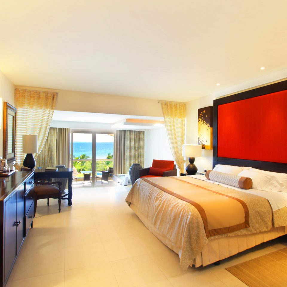 sofa property Suite condominium Resort living room Villa flat Bedroom