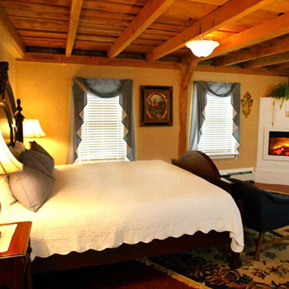property Bedroom Resort cottage Villa Suite lamp