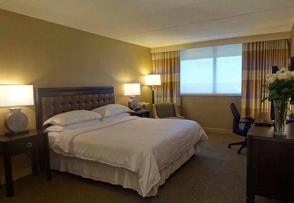 Bedroom property Suite cottage Villa condominium double Resort lamp