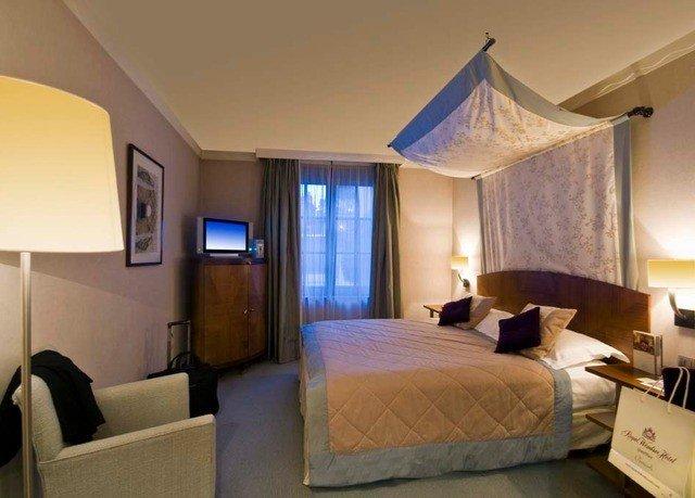 property Bedroom Suite Villa cottage Resort condominium lamp