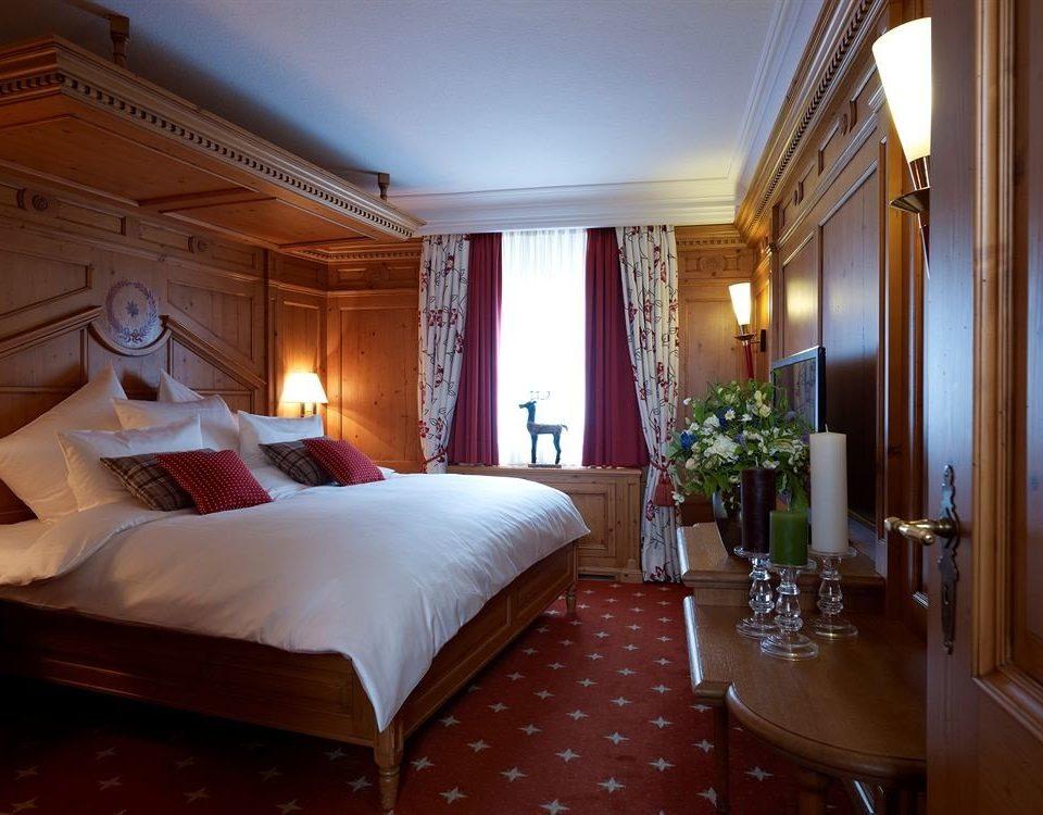 Bedroom property Suite Resort cottage Villa mansion