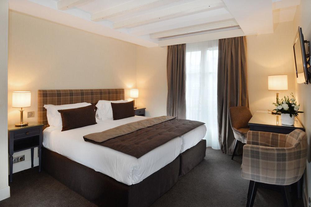 Bedroom property Suite Villa condominium cottage Resort tan