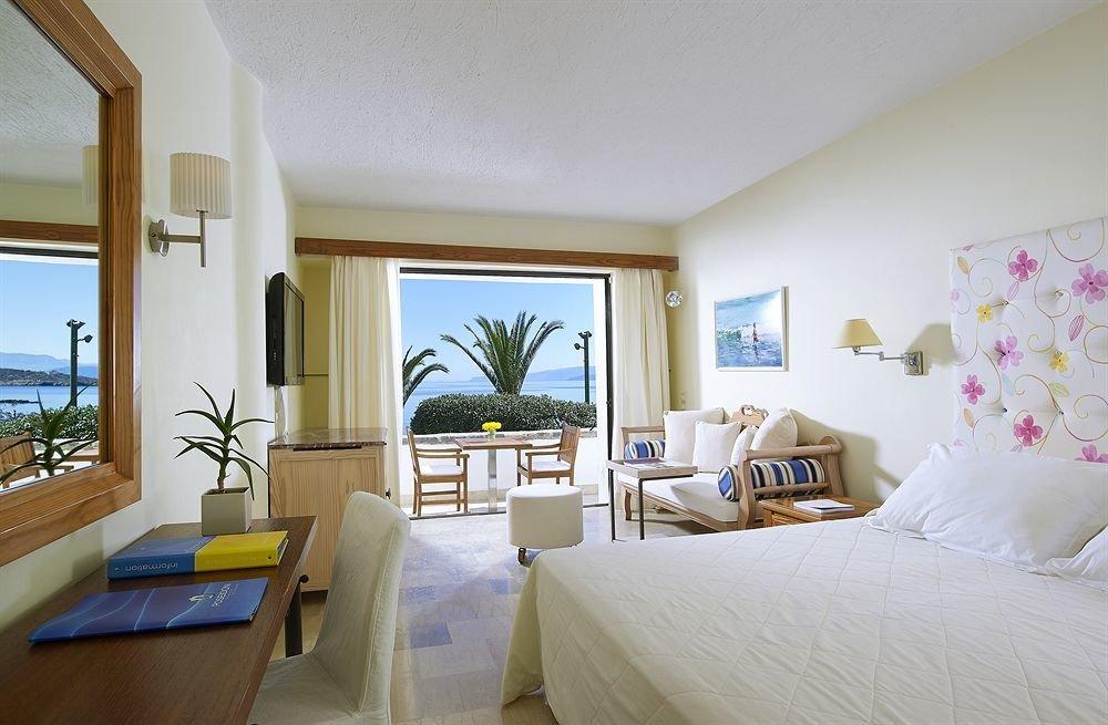 property Bedroom Villa Suite home living room cottage condominium Resort