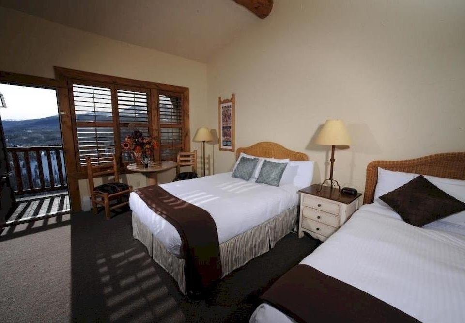 Bedroom property cottage Villa Resort pillow Suite lamp