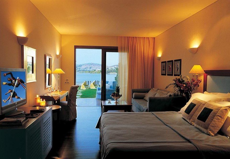 property Suite Bedroom Resort living room Villa cottage flat lamp